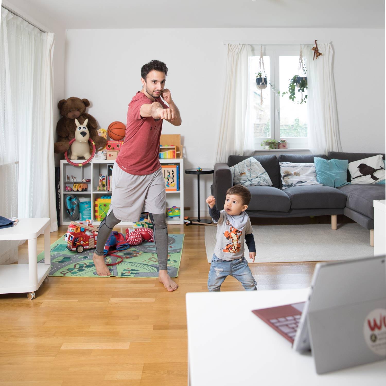 Sami Ben Mahmoud und sein Sohn Bild: Matthias Jurt / Luzerner Zeitung
