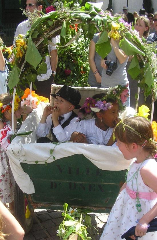 Maikönig und -königin in Onnex im Kanton Genf während der Feuillu-Feier. Quelle: Wikimedia Commons