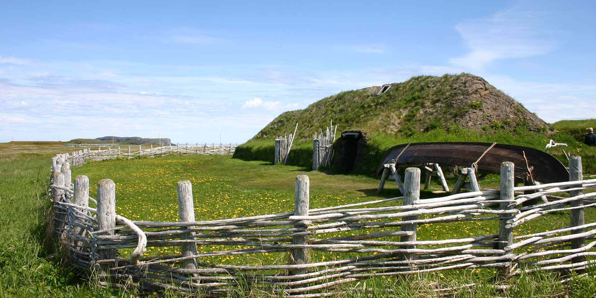 Auch heute noch kann man die Siedlungen in L'Anse aux Meadows, Neufundland bestaunen.