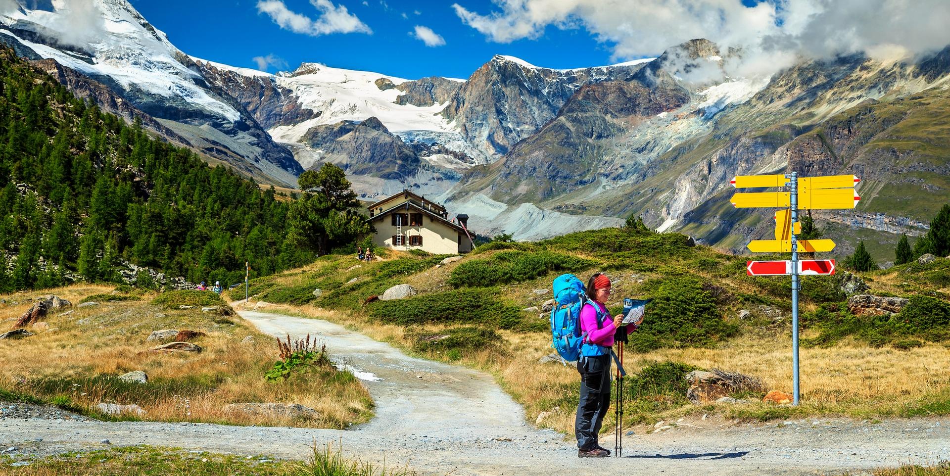 Marche dans les Alpes suisses